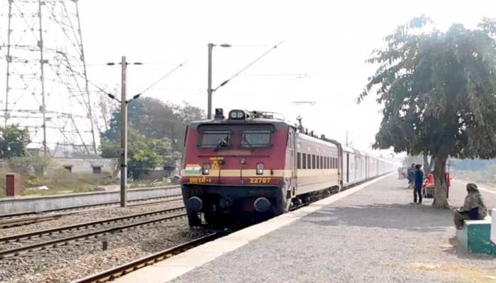 नोएडा: बिहार के प्रवासी मजदूरों को घर भेजने के लिए योगी सरकार ने चलवाईं 4 स्पेशल ट्रेनें