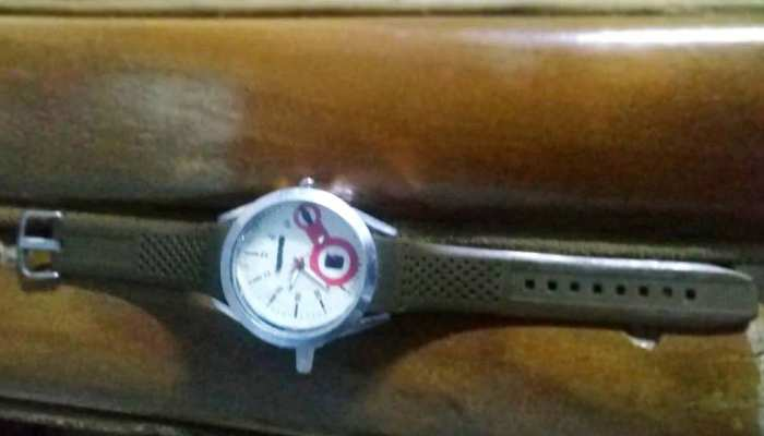 पंजाब के नौजवान ने बनाई वक्त के साथ साथ हाथ सैनिटाइज़ करने वाली घड़ी
