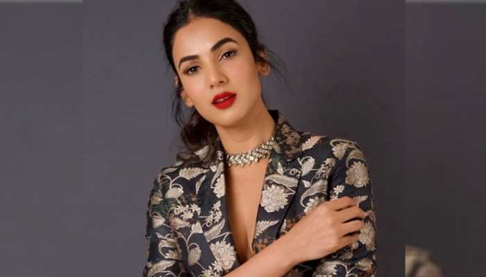 On Birthday of Sonal Chauhan know about her personal and filmy life
