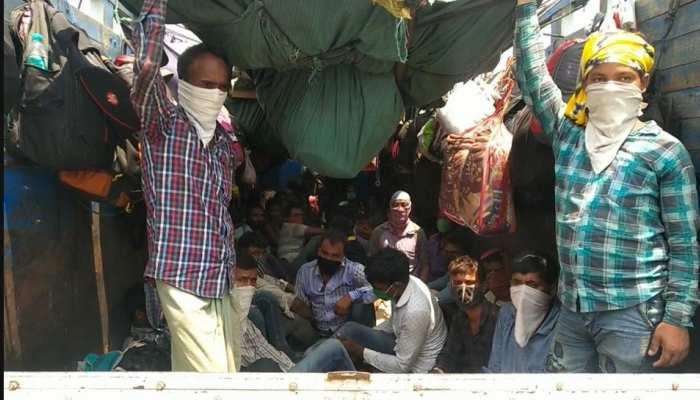 बिहार: ट्रकों में भर-भरकर आ रहे प्रवासी श्रमिक, सोशल डिस्टेंसिंग की उड़ रही 'धज्जियां'