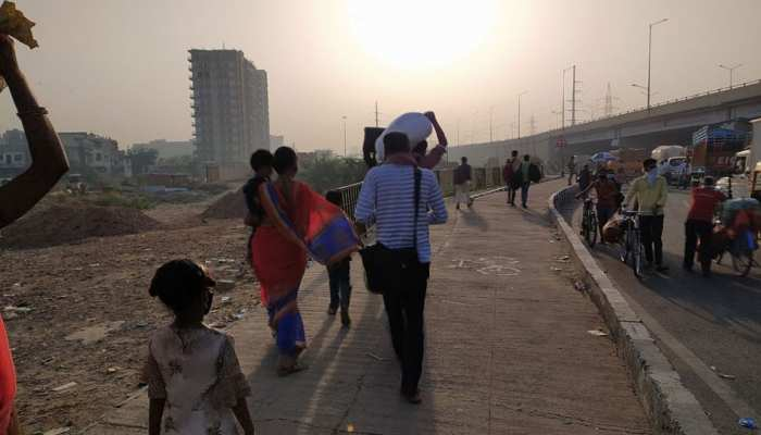 Migrant laborers again gathered on the Delhi-Ghazipur border