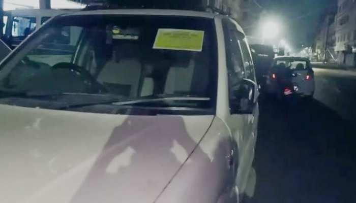 बिहार: लग्जरी कार में सरकारी पास लगाकर कर रहे शराब तस्करी, पुलिस ने पकड़ा और...
