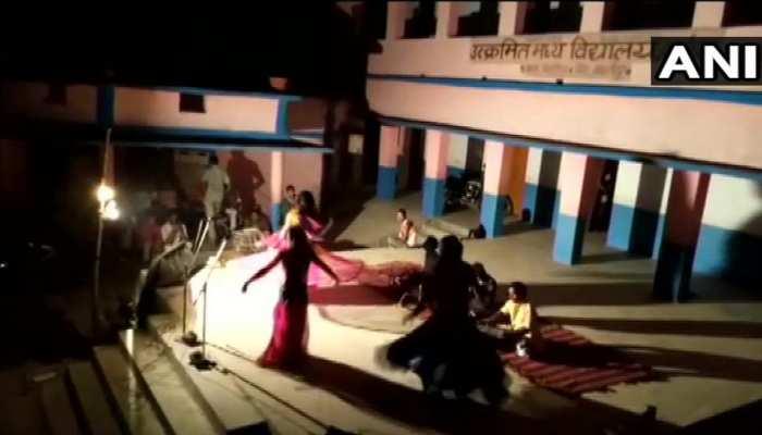 बिहार: क्वारेंटाइन सेंटर में चल रहा था अश्लील डांस, भोजपुरी गाने पर लगाए जा रहे थे ठुमके