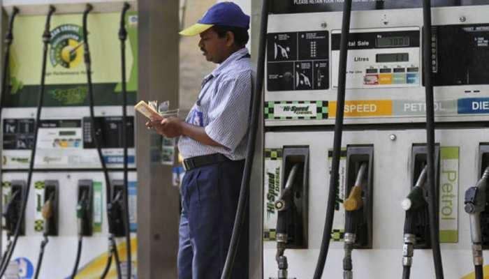 Lockdown: मास्क के बिना घर से बाहर निकले तो नहीं मिलेगा पेट्रोल-डीजल, होगी सख्त कार्रवाई