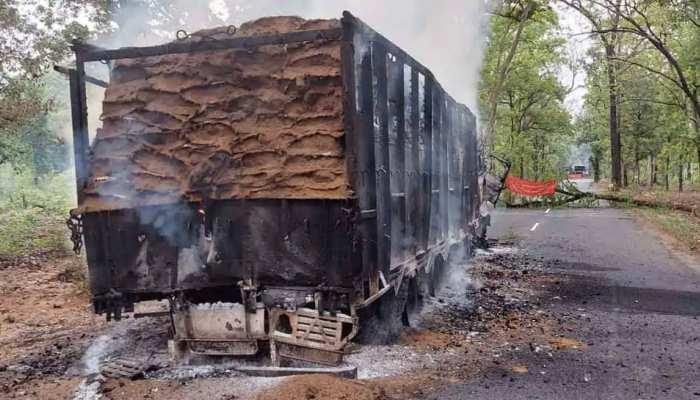 लीडर के मारे जाने के खिलाफ नक्सलियों ने किया बंद का आह्वान, 4 ट्रकों में लगाई आग
