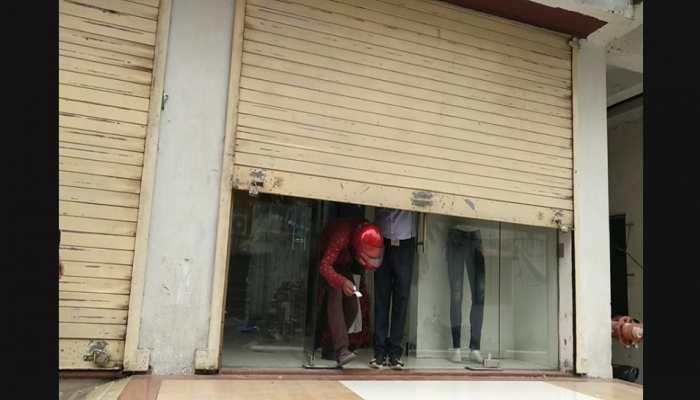 बिहार: रोक के बावजूद खोला गया स्टाइल बाजार मॉल, सोशल डिस्टेंसिंग का बना 'मजाक'