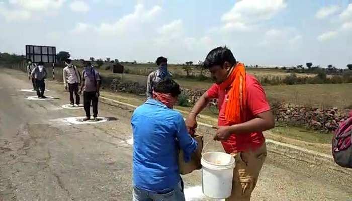 बारां: समाजसेवी मनोज प्रजापति इस तरफ कर रहे लोगों की मदद, हर तरफ इनकी तारीफ