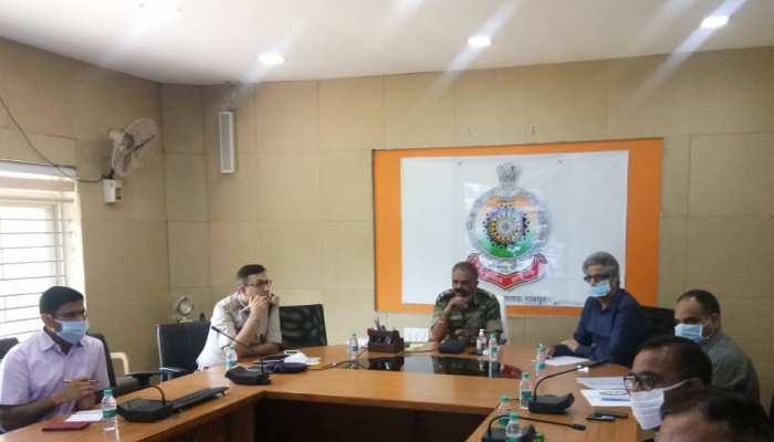 DGP डीएम अवस्थी ने दिए निर्देश, नक्सलियों की मदद करने वाले के खिलाफ होगी कड़ी कार्रवाई