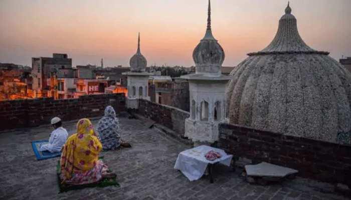 जम्मू-कश्मीर में आज मनाई जा रही है ईद , बाकी सूबों में कल मनाया जाएगा त्योहार