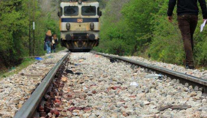 चंदौली: पारिवारिक कलह के चलते मां ने बेटे और 2 बेटियों के साथ ट्रेन से कटकर दी जान