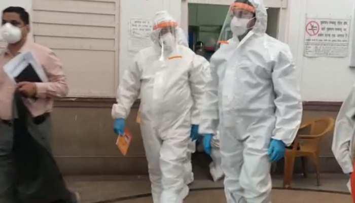 कानपुर: PPE किट पहनकर अस्पताल में आए मंत्री जी, जानिए फिर क्या हुआ ...