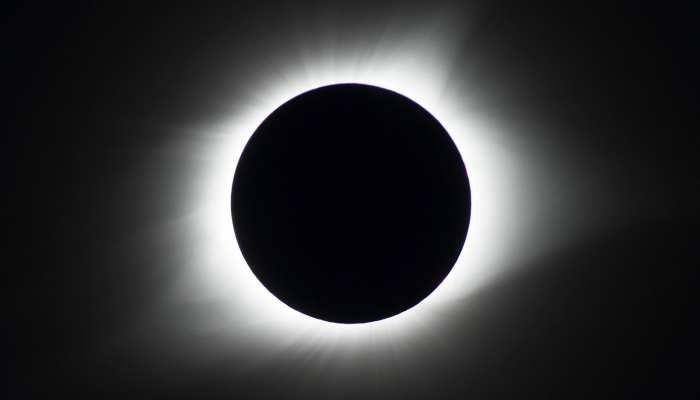 5 जून को लगेगा चंद्र ग्रहण, जानें कब है सूतक काल और कौनसी सावधानियां बरतें