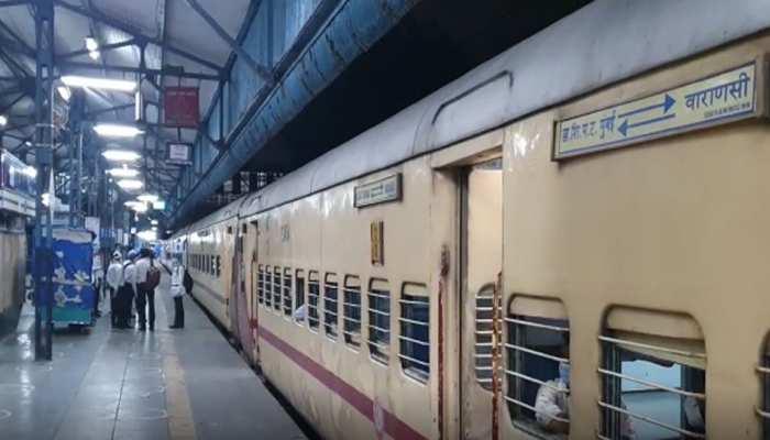 आज से चलना शुरू हुईं 200 पैसेंजर ट्रेनें, पहली गाड़ी मुंबई से रवाना हुई