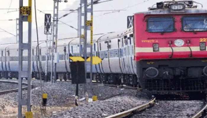 MP:पूरे 71 दिन बाद पटरी पर दौड़ी ट्रेन, स्टेशनों पर किए गए ये इंतेजाम