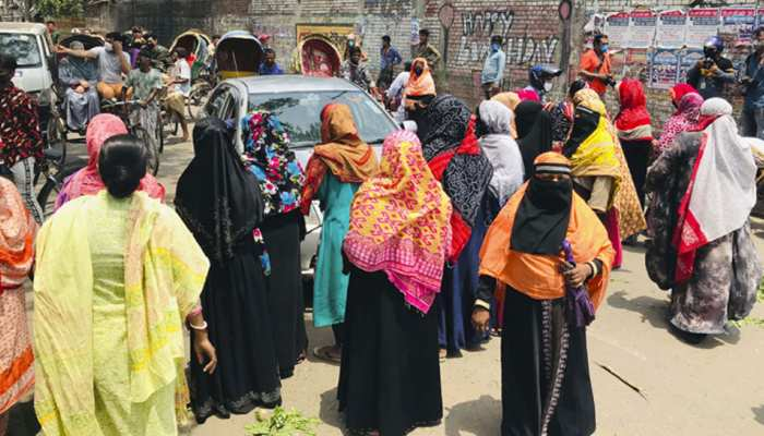 कोरोना: खतरे के बावजूद इस देश ने हटाया Lockdown, सड़कों पर उमड़े लोग