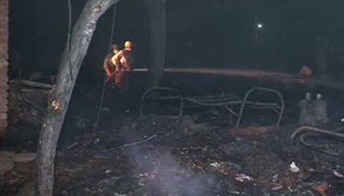 दिल्ली के तुगलकाबाद में लगी शदीद आग, 70 से ज्यादा झुग्गियां जलकर राख