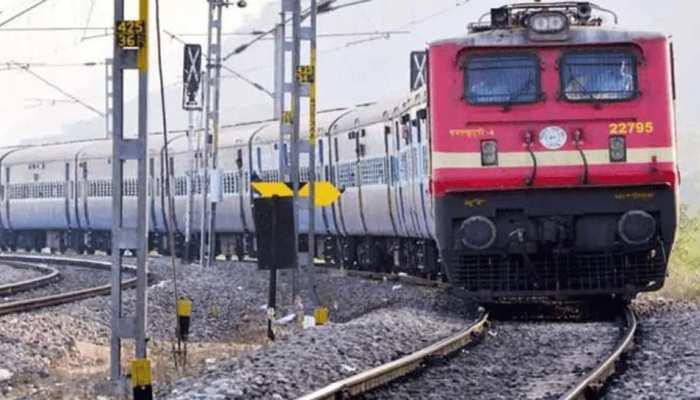 Nisarga तूफान ने मचाई भीषण तबाही, स्पेशल ट्रेनों की टाइमिंग में हुआ ये बड़ा बदलाव