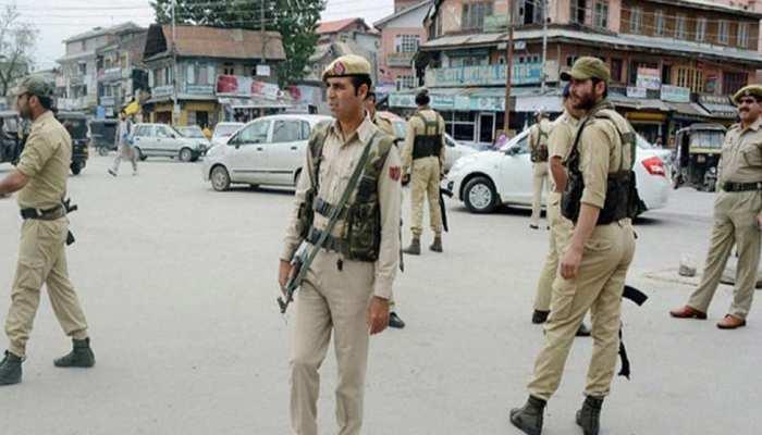 अब कश्मीर में  24 किलो विस्फोटक मिला, चार गिरफ्तार