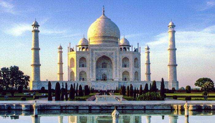 ताज के दीदार को आए पर्यटक ढाई महीने से फंसे, आगरा पुलिस ने रखा ख्याल