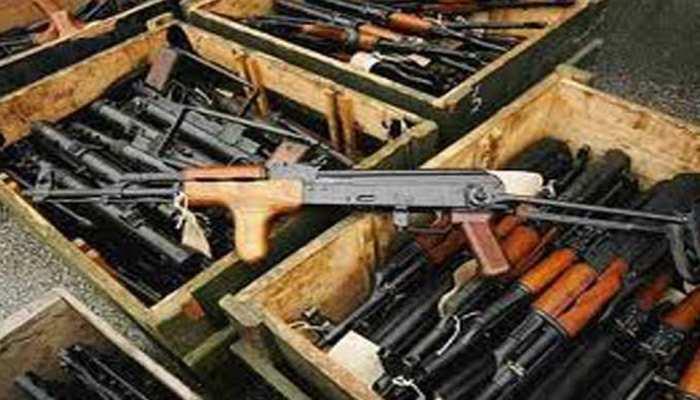Lockdown के बाद यूपी में अवैध हथियार का धंधा तेज, 3 जिलों में पकड़ी गईं असलहा फैक्ट्रियां