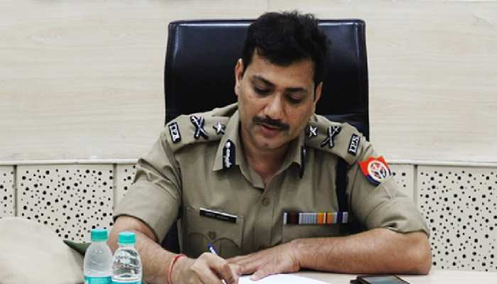 बिना मास्क पहने ही निरीक्षण करने पहुंचे IG मोहित अग्रवाल, UP पुलिस ने काटा चालान