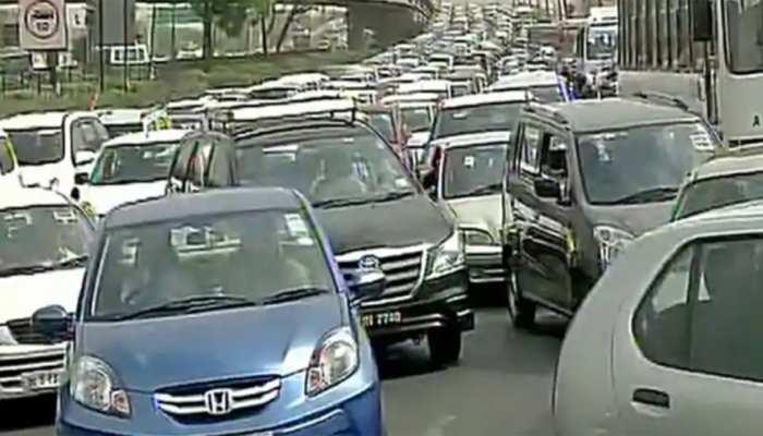 दिल्ली-नोएडा डायरेक्ट एक्सप्रेस-वे पर लगा जाम, घंटों फंसे रहे हजारों लोग