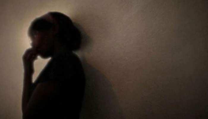 7 साल की बच्ची को सौतेली मां ने चिमटे से दागा, चाइल्ड लाइन ने की कार्रवाई