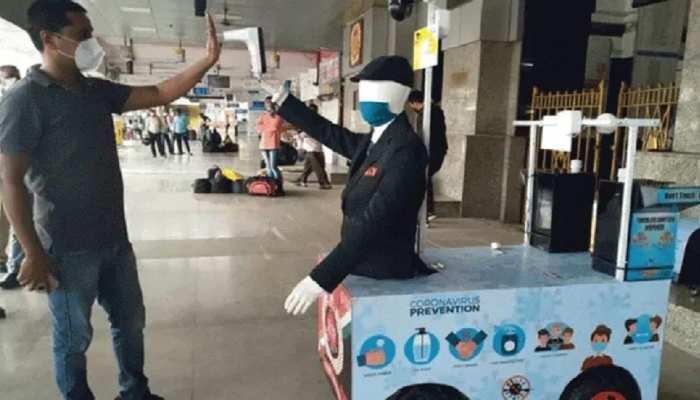 कोरोना से लड़ाई में रेलवे की अनोखी मुहिम, अब रोबोट करेगा यात्रियों की स्क्रीनिंग