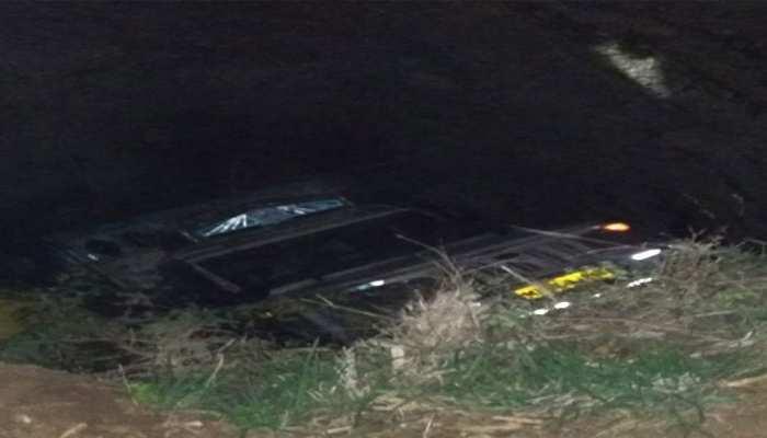 खरगोन में खाद से भरा वाहन कुएं में गिरा, 2 की मौत, 6 घायल