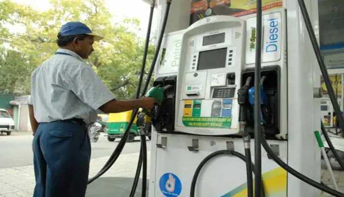 आज फिर बढ़ीं पेट्रोल डीज़ल की कीमतें, 11 दिन में 6.02 रुपय का हुआ इज़ाफा