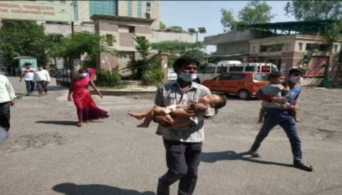 गौतमबुद्ध नगर में घायल बच्चे को लेकर 6 अस्पताल भटका मजबूर पिता, दिल्ली जाकर मिला इलाज