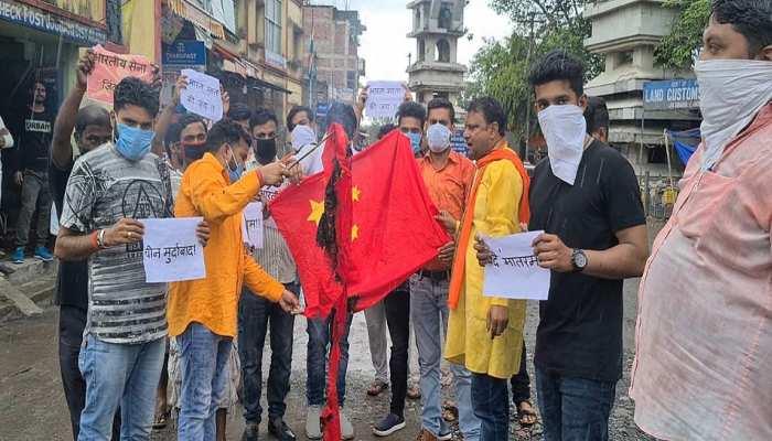 बिहार: BJP कार्यकर्ताओं ने जलाया चीन का झंडा, कहा-चीनी सामानों का हो बहिष्कार