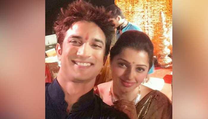 Bhumika Chawala ने Sushant Singh के साथ 'एम एस धोनी' की फोटो शेयर कर लिखा इमोशनल पोस्ट