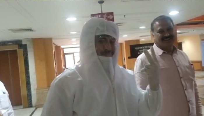 Rajya Sabha Election: MLA ने PPE किट पहनकर वोट डाला, फिर हुआ कुछ ऐसा