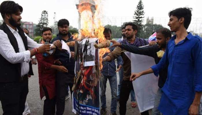 सुशांत के फैंस ने  Karan Johar और Salman Khan का पुतला फूंका, दिखा आक्रोश