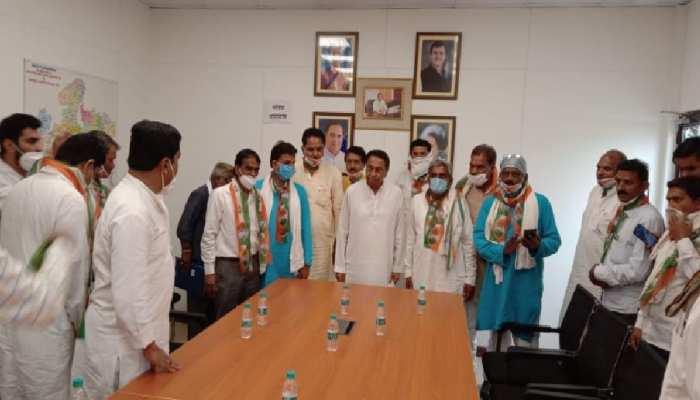 रायसेन में BJP  को तगड़ा झटका, पूर्व ग्रामीण मंडल अध्यक्ष 2 दर्जन कार्यकर्ताओं समेत कांग्रेस में शामिल