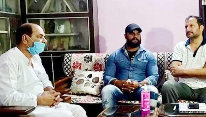 Sushant के पिता से मिले Khesari Lal Yadav, बॉलीवुड में नेपोटिज्म पर कही ये बड़ी बात