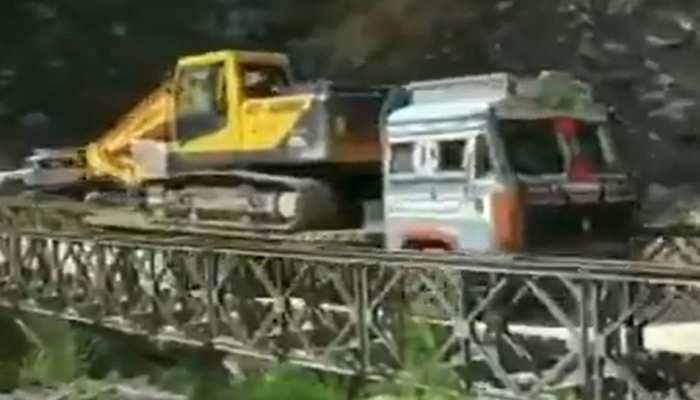 ट्रक गुजर रहा था तभी बीच से टूट गया पुल, सामने आया दिल दहलाने वाला VIDEO