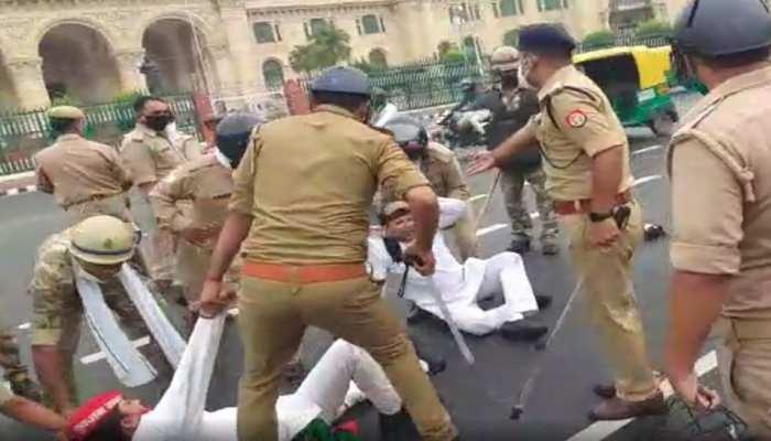 पेट्रोल-डीजल के बढ़े हुए दाम के खिलाफ UP विधानसभा के सामने SP का प्रदर्शन, पुलिस ने किया लाठीचार्ज