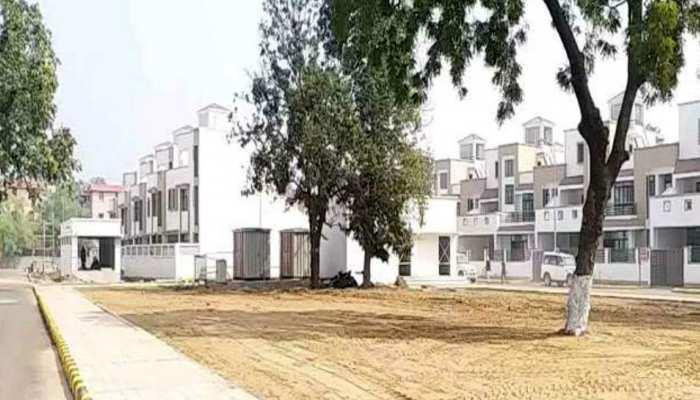 बिहार: MLC के लिए बने नए डुप्लेक्स बंगलों की खुली पोल, दीवार में आई दरार, छत से टपक रहा पानी