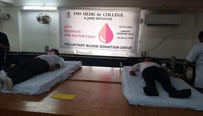 राजस्थान: Doctor'Day पर रक्तदान शिविर का आयोजन, चिकित्सकों ने लिया भाग