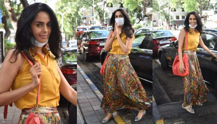 Mallika Sherawat spotted at earth cafe in Bandra