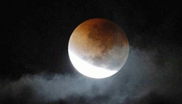 गुरु पूर्णिमा पर चंद्र ग्रहण के दिन बन रहा है गज केसरी योग, रखें इन बातों का खास ध्यान