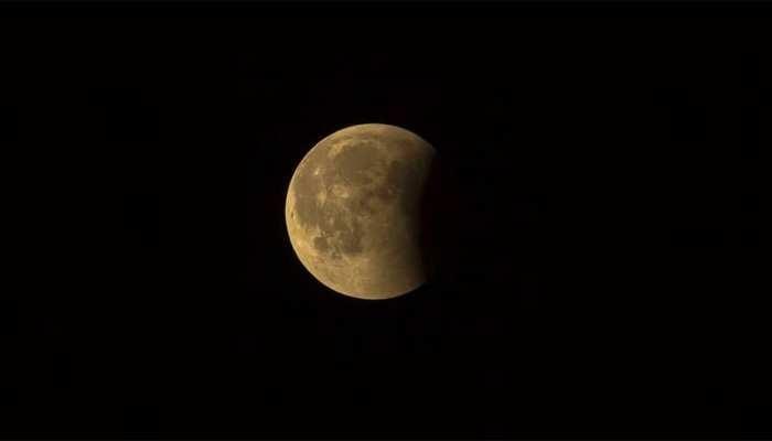 गुरु पूर्णिमा के दिन लग रहा है चंद्र ग्रहण, इस राशि पर पड़ेगा बुरा प्रभाव