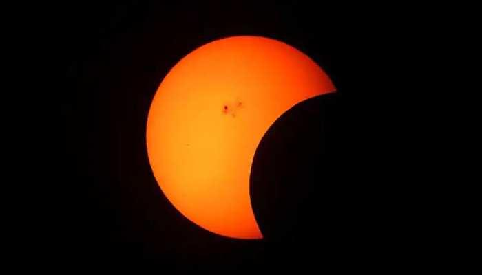 साल का तीसरा चांद ग्रहण हुआ शुरू, देखिए किन मुल्कों में दिखाई देगा