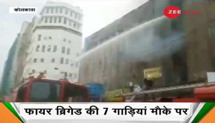 कोलकाता: कॉमर्शियल बिल्डिंग में लगी भीषण आग, मौके पर फायर ब्रिगेड मौजूद