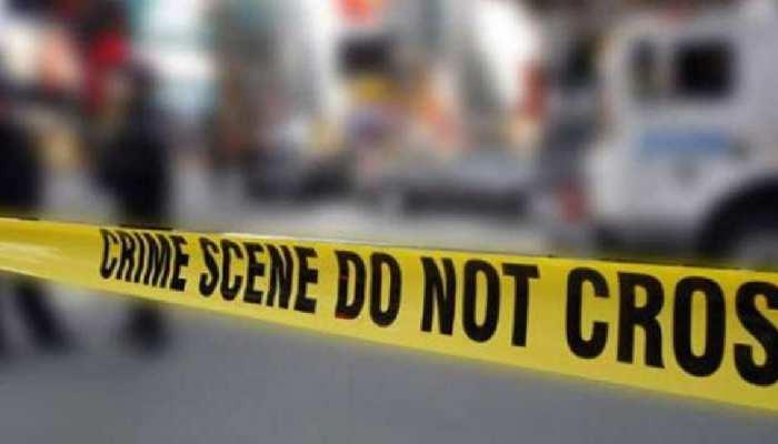मानसिक रूप से कमजोर पिता ने रेत दिया अपनी 3 साल की बेटी का गला, पत्नी पर किया हमला