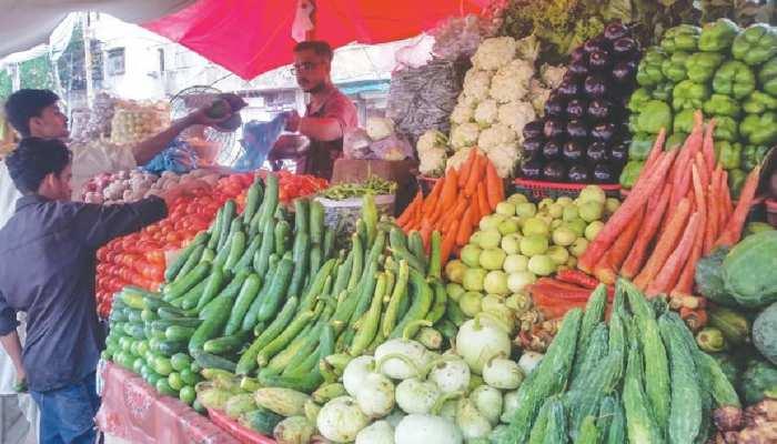 कोरोना काल के बीच आसमान छू रहे हैं सब्जियों के दाम, रूखी-सूखी रह गई है थालियां