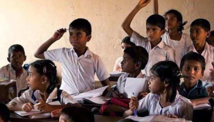 अलवर: राज्यपाल के नाम सौंपा गया ज्ञापन, स्कूलों के लिए जारी गाइडलाइन का जताया विरोध