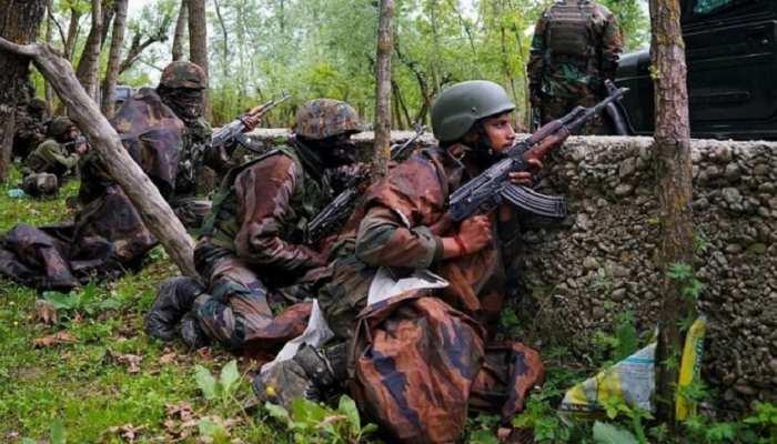 जम्मू कश्मीर: घुसपैठ कर रहे दो पाकिस्तानी आतंकवादियों को सुरक्षाबलों ने मार गिराया